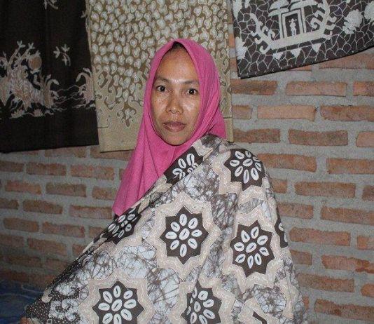 Sulastri Menyulap Kulit Jengkol, Hadirkan Batik Khas Tempo Dulu