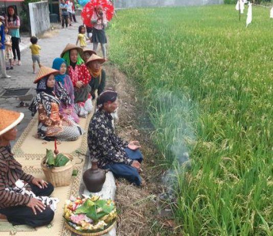 Purworejo Ramai Tidurkan 'Pengantin' di Bantal lalu Digantung di Pintu