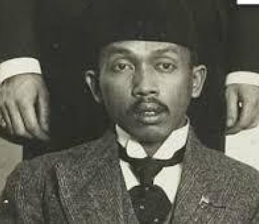 Mengenang Kebangkitan Si Gila yang Jijik dan Anti Raja Jawa