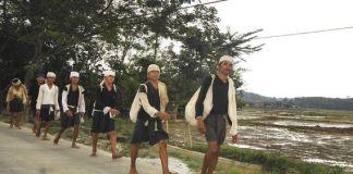 'Seba' Temui Gubernur, Suku Ini Jalan Kaki 20 Kilometer