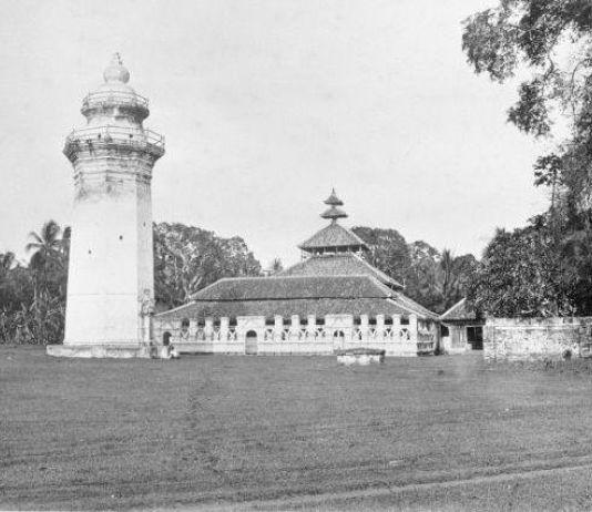 Menyingkap Masjid Agung yang Kembali Berdiri Usai Disambar Petir