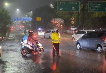 Banjir Setinggi 30 Sentimeter Rendam Kawasan Citraland Grogol
