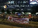 Hingga Malam, Massa Masih Berkumpul di Depan Bawaslu
