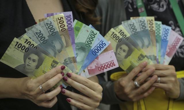 Selasa Sore, Rupiah Melemah ke Rp13.329 per Dolar