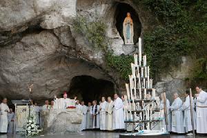 November 2016, Christour Akan Gelar Ziarah Holy Lourdes