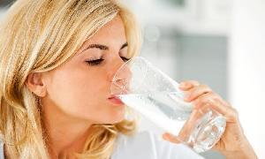 Ingin Tampil Cantik? Jangan Lupakan Minum Air Putih