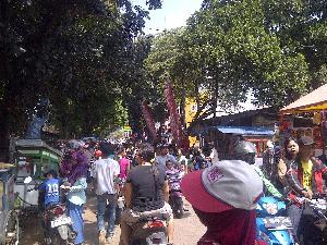 Pemkot Depok Diminta Tertibkan Pasar Kaget Merdeka