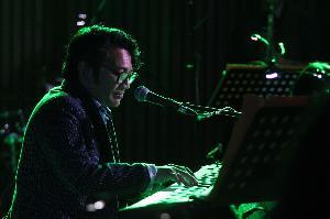 Bangkit Dari Grup Band Sore, Mondo Rilis Album Rajakelana