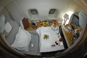 Terbang Malam Hari, Emirates Beri Piyama Berpelembab untuk Penumpang First Class