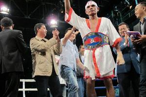 Kalahkan Petinju Filipina, Tibo Raih Sabuk WBC Internasional