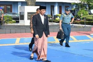 Sebuah Surat Terbuka untuk BEM SI: Anak Jokowi Saja <i>Jualan</i> Martabak