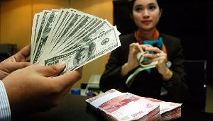Rupiah Dibuka Menguat ke Rp13.328 per Dolar