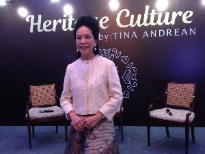 Tina Andrean Hadirkan Batik Cantik nan Elegan untuk Kegiatan Sehari-hari
