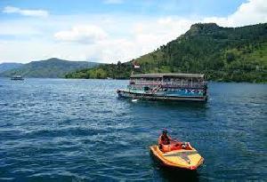 Wouw, Danau Toba Kebanjiran Pengunjung yang Menikmati Libur Panjang