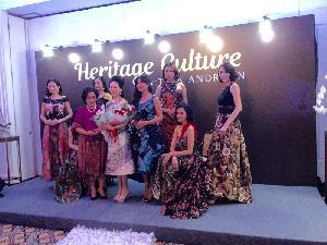 Tina Andrean Persembahkan Heritage Culture, Koleksi Batik Etnik nan Modern