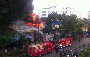 Kebakaran Toko Rotan di Bandung Merambat ke Rumah Makan